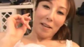 澤村レイコ:隠語を口走りながら激逝きする熟女。発情セクロス、膣内中出し