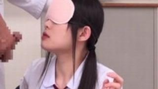 【初芽里奈】1990年生まれのムラムラするロリ顔貧乳モデルを襲って強引に生ハメ撮りセックス三昧33【No11863】