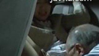 日本人のアジア人は年配の人からoralsexを取得します(jav112.com)