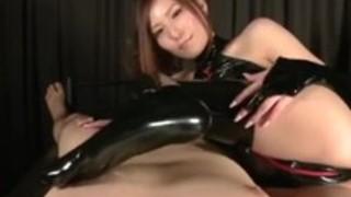 日本のベイブ・ユナ・シイナがプラスティックスーツ