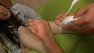 【生足】制服に白のハイソックスを履いた女性の足裏を色々な方法でくすぐり【足裏】