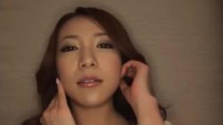字幕 - 日本の女の子加奈子Tsuchiyoは、ディックを吸います