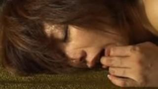 【xvideos】<翔田千里(しょうだちさと)>デカパイの奥様をバックからガンツキ!胸射でフィニッシュ