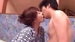 日本のお母さんが息子をファック - opencamsex.comでPart2を見る