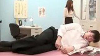【吉沢明歩】「お尻の穴掘られて…興奮した?」授業をサボって保健室でオナニーしてた生徒のアナルをペニバンで犯してお仕置きする淫乱痴女教師【ギャルアダルト動画】