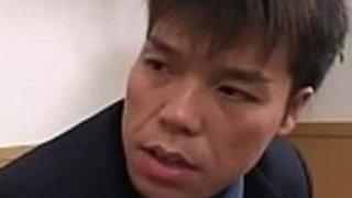 タイトな日本人の母親、私は約2人の男性が大まかに肛門性交したい
