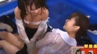 篠田ゆうあべみかこ妃月るいあおいれな ぬるぬるローションまみれの超密着相撲大会